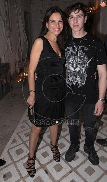 Η Αινόλα Τερζοπούλου με το γιο της (Copy)