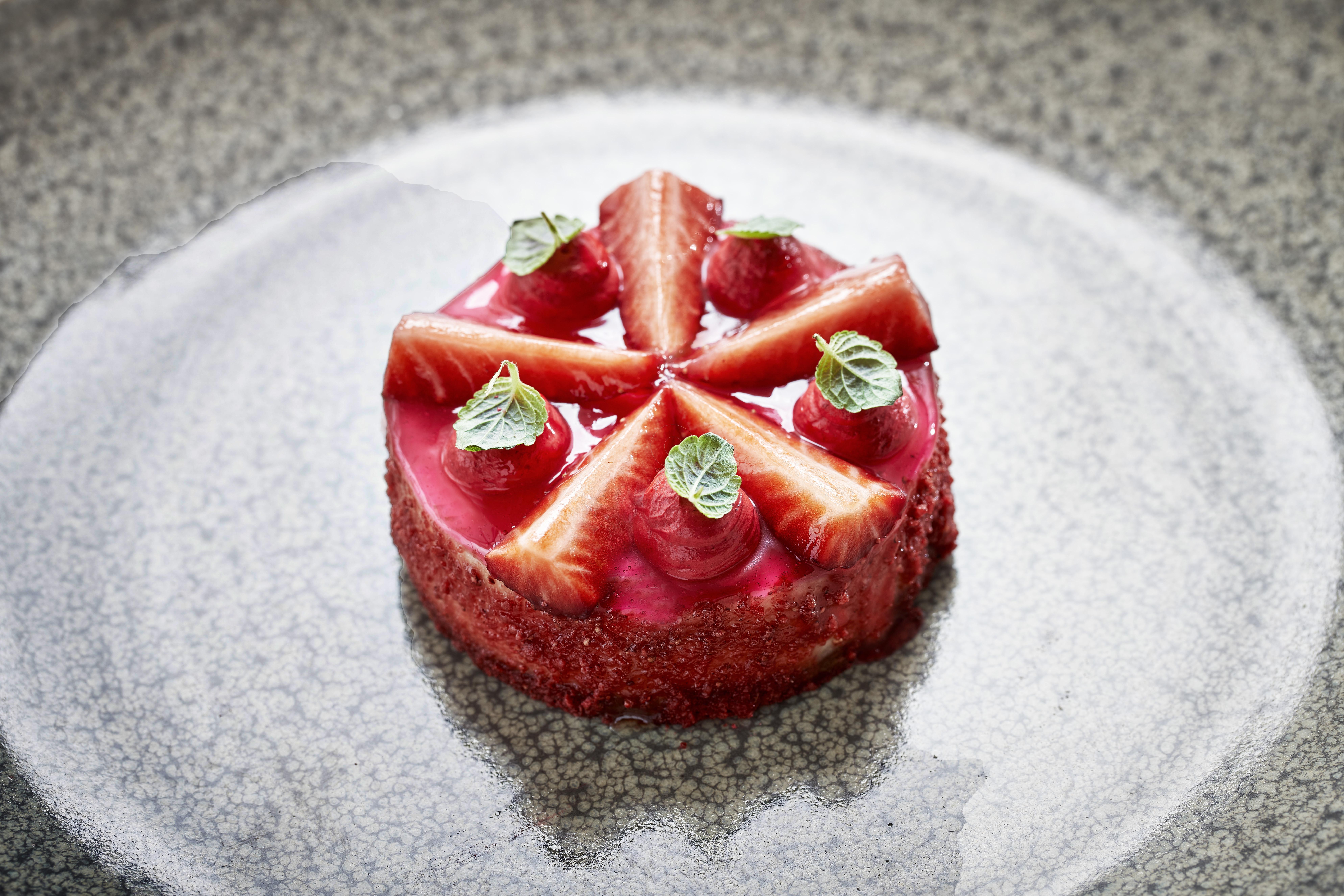Cheesecake with anthotiro, strawberry mousse