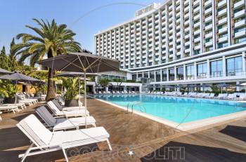 Πισίνα Hilton: διακοπές στο κέντρο της Αθήνας