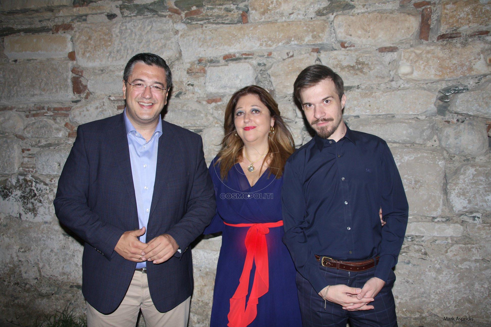 Ο Περιφερειάρχης Κ. Μ. Απ. Τζιτζικώστας, η Πρόεδρος του ΚΠΜΚ Άννα Μυκωνίου, ο Καλλ. Διευθ. του Φεστιβάλ Αθ. Κολαλάς
