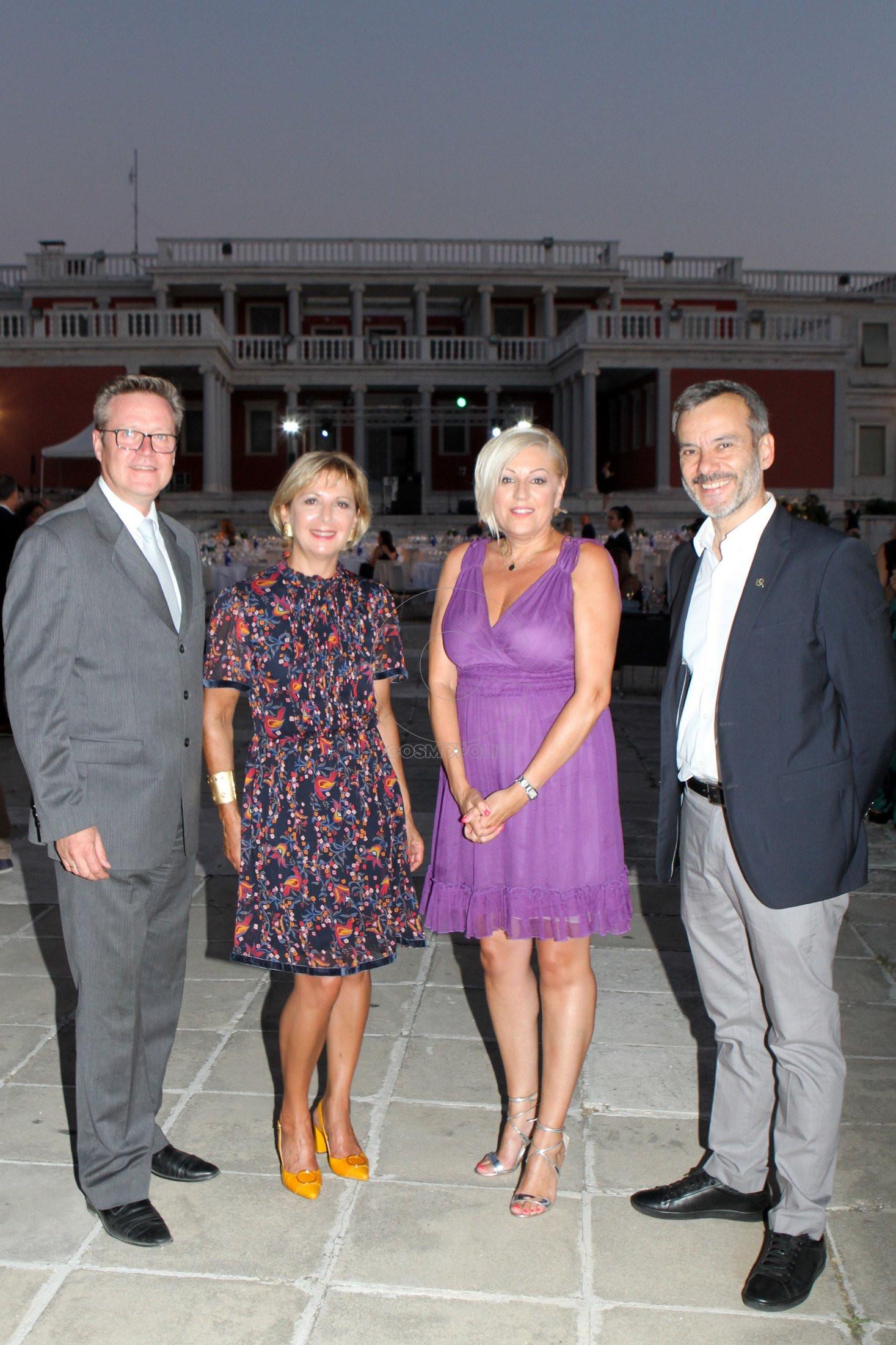 1 Οι Επίτιμοι Πρόξενοι Μάρκο Σουομαλαίνεν, Μαργαρίτα Ιγνατίδου & Δέσποινα Μαντά με τον Δήμαρχο Θεσ-νίκης Κωνσταντίνο Ζέρβα