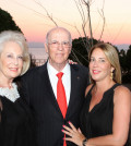 5 Ο Επίτιμος Πρόξενος της Χιλής Ρήγας Τζελέπογλου με τη σύζυγό του Ηρώ και την κόρη του Χριστίνα