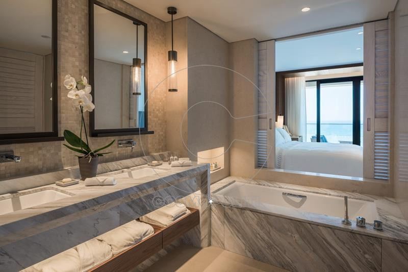 deluxe_king_bathroom_angle (Copy)