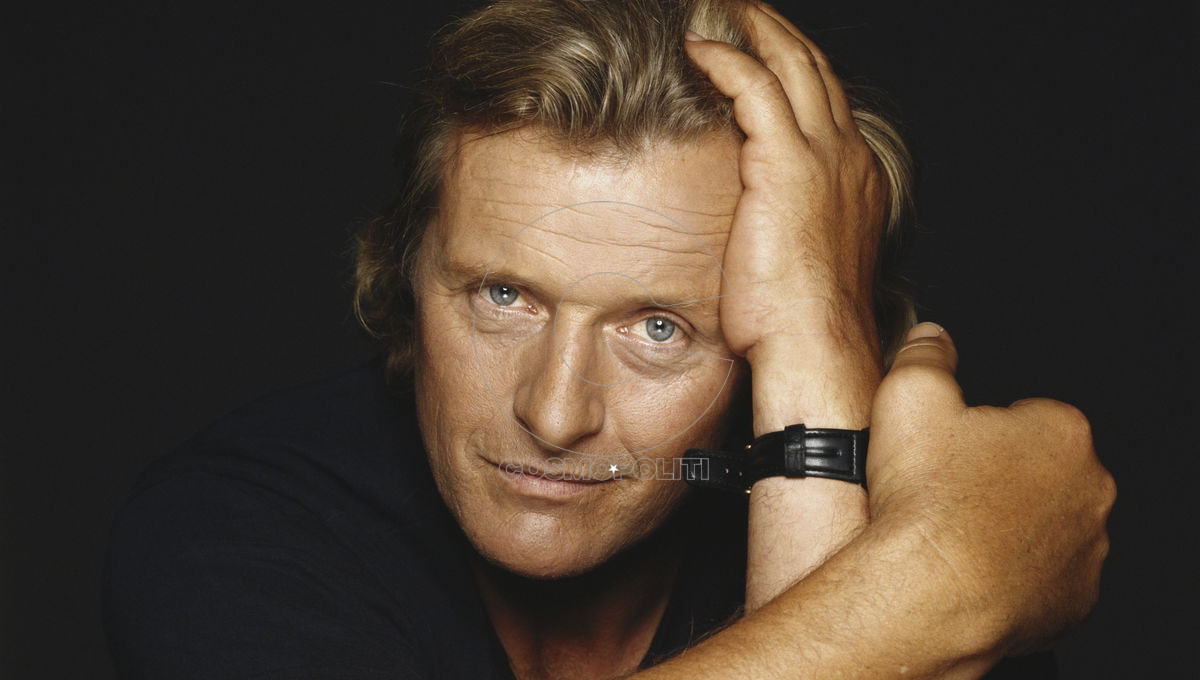 Dutch actor Rutger Hauer poses against a black background, October 1990. (Photo by Terry O'Neill/Iconic Images/Getty Images)