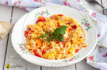 Συνταγή για στραπατσάδα, αβγά με ντομάτες
