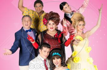 Hairspray: Το Ακροπόλ θα γεμίσει… λακ, τραγούδι και χορό στο πιο κεφάτο μιούζικαλ της χρονιάς!