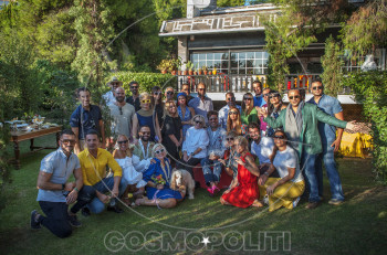 Γεώργιος Καράμπελας & Μαρίνα Κουταρέλλη: garden party με φίλους στο σπίτι τους