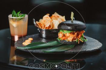 """Αθηναϊκές Πέμπτες με """"Burgers & Cocktails"""" @ Juju Bar & Restaurant"""