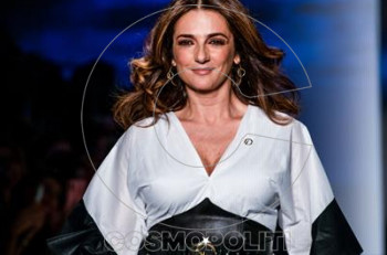 Η Μαρία Λεκάκη μοντέλο στην πασαρέλα! Καρέ καρέ η εντυπωσιακή της εμφάνιση!