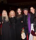 Απο αριστερά: H Ιωάννα Ηλιάδη πρόεδρος του Ασύλου Ανιάτων, η εγγονη του Δ.Ψαθά Λένα Νίτσου, Μαρία Ψαθά, η κόρη τής Μπέττυς Λιβανού Μαργαρίτα Πανουσοπούλου, ο σκηνογράφος Νικος Ζαχόπουλος, η σκηνοθέτης Μαρία Οικονομίδου και η κυρία Νατάσσα Εξάρχου υπεύθυνη events στο Κολλέγιο Pierce.