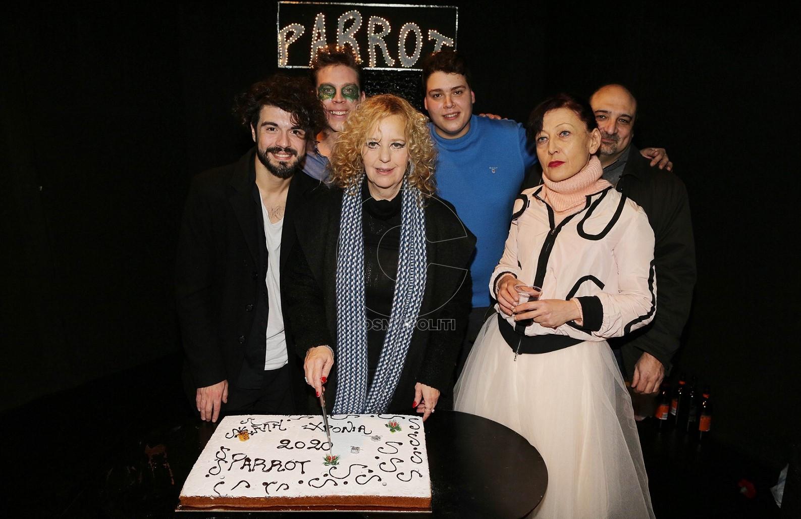 11 Κοπή πίτας από τους συντελεστές του PARROT