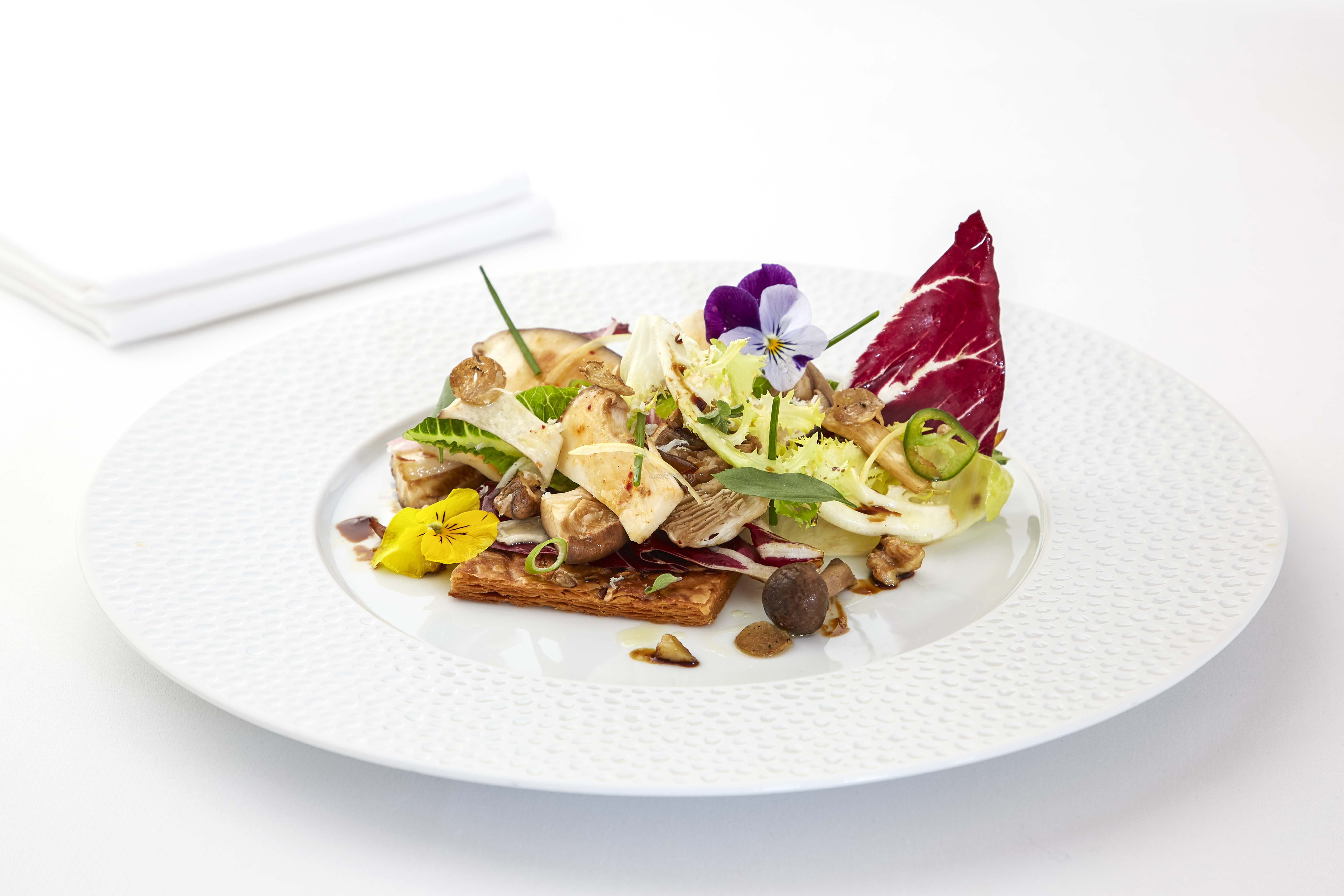 Crisp salad, mushrooms, walnuts and fig honey_29229