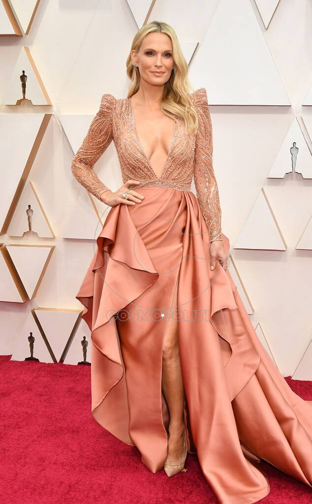 rs_634x1024-200209161233-634-2020-oscars-awards-red-carpet-fashions-molly-sims.cm.2920