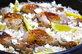 Συνταγή: Κοτόπουλο λεμονάτο με μανιτάρια και καστανό ρύζι