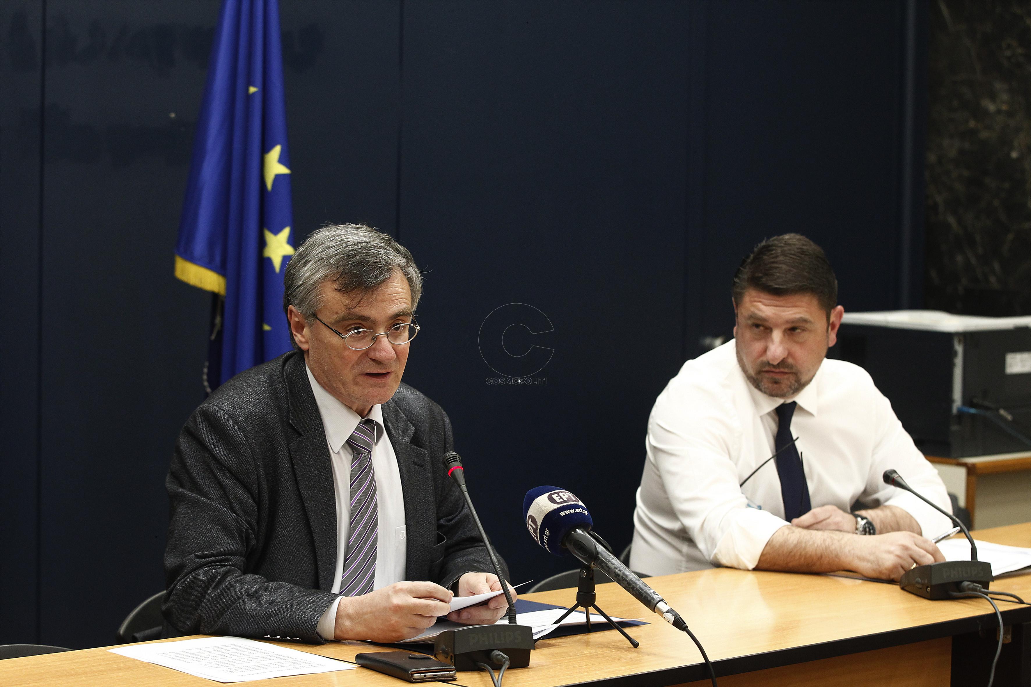 Ο υφυπουργός Πολιτικής Προστασίας και Διαχείρισης Κρίσεων Νίκος Χαρδαλιάς (Δ) με τον επιστημονικό συνεργάτη του Εθνικού Οργανισμού Δημόσιας Υγείας καθηγητής Λοιμωξιολογίας Σωτήρη Τσιόδρα (Α) μιλούν στην συνέντευξη τύπου για την εξέλιξη της επιδημίας του κορονοϊού, στο υπουργείο Υγείας, Δευτέρα 16 Μαρτίου 2020. ΑΠΕ ΜΠΕ/ΑΠΕ ΜΠΕ/ΑΛΕΞΑΝΔΡΟΣ ΒΛΑΧΟΣ