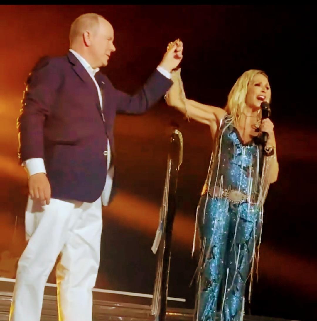 """Άννα Βίσση-Πρίγκιπας Αλβέρτος του Μονακό: Χόρεψαν το """"12"""" στη σκηνή 3"""